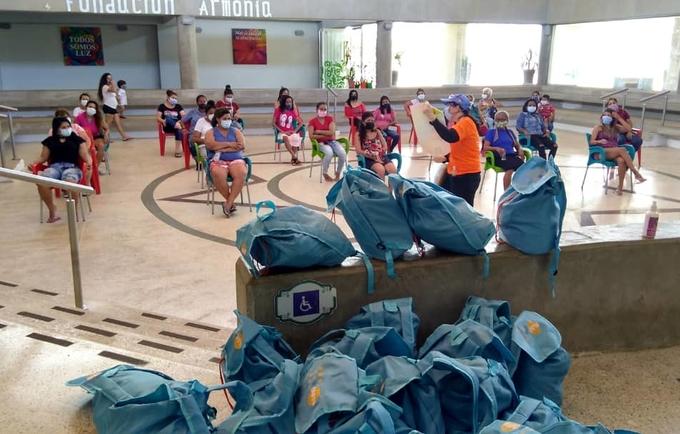 UNFPA envía 1300 kits de dignidad al estado Bolívar que serán entregados a mujeres y adolescentes temporalmente alojadas en los puntos de asistencia social integral (PASI) tras haber retornado al país en medio de la COVID-19